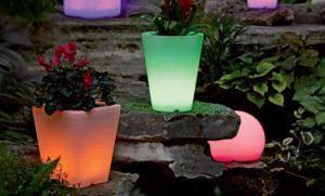 Vrt sa svjetlećim vazama