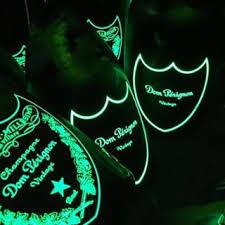 papir svjetleci. Nocni klub sampanjac dom perignon zabava izlazak uv neon